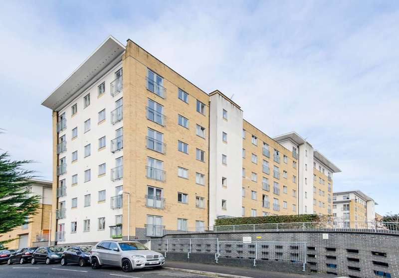 2 Bedrooms Flat for sale in Waxlow Way, Northolt, UB5