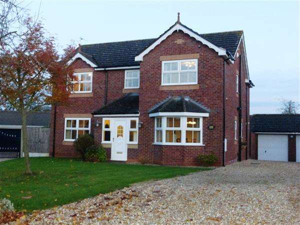 5 Bedrooms Detached House for sale in Crispin Way, Scunthorpe