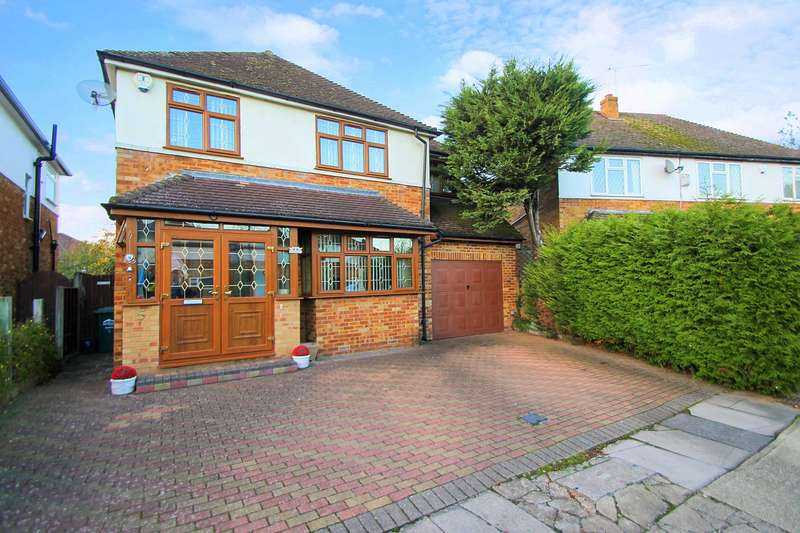 4 Bedrooms Detached House for sale in Perrin Close, Ashford, TW15