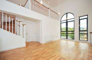 2 Bedrooms Flat for sale in Whyteleafe Hill, Warlingham