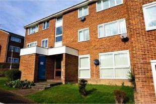 2 Bedrooms Flat for sale in Hartscroft, Linton Glade, Croydon