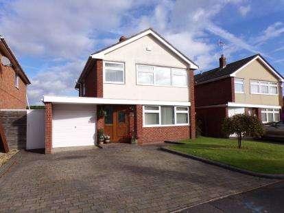 4 Bedrooms Detached House for sale in Ferndown, Dorset