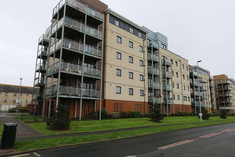 2 Bedrooms Flat for sale in Standen House, 4 Groombridge Avenue, Eastbourne, East Sussex, BN22 7FF
