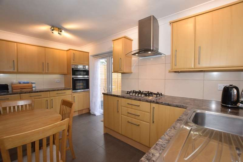 3 Bedrooms Semi Detached House for sale in Edinburgh Crescent, Waltham Cross, Hertfordshire, EN8