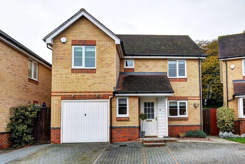 4 Bedrooms Detached House for sale in Ellis Close, Hoddesdon, Hertfordshire, EN11
