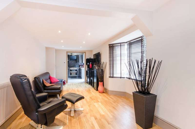 2 Bedrooms Flat for sale in Ferrers Road, Streatham, SW16