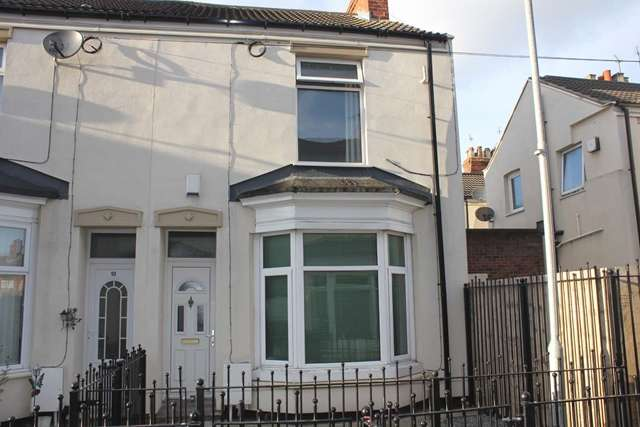 2 Bedrooms End Of Terrace House for sale in 11 Churchill Villas, Holland Street, Hull HU9 2JQ. Well-presented two-bedroom end terrace home.
