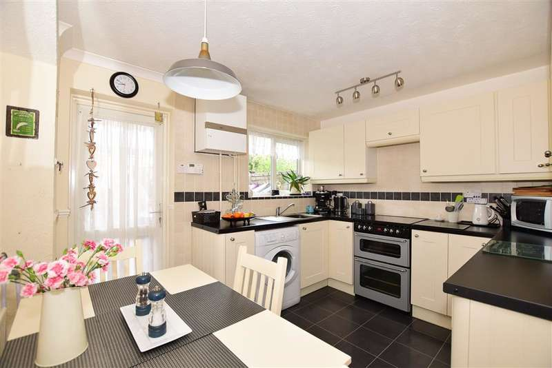 3 Bedrooms Town House for sale in Lakeside, Snodland, Kent