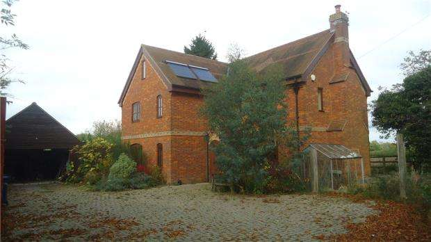 4 Bedrooms Detached House for sale in The Chestnuts, Risborough Road, Terrick