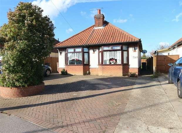3 Bedrooms Detached Bungalow for sale in Sidegate Lane, Ipswich, Suffolk