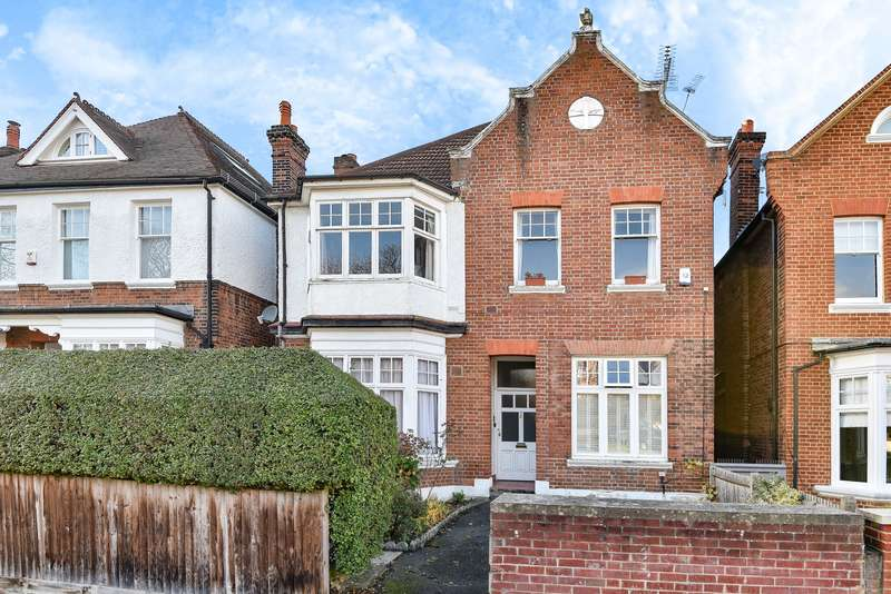 3 Bedrooms Flat for sale in Holmbush Road, Putney, SW15