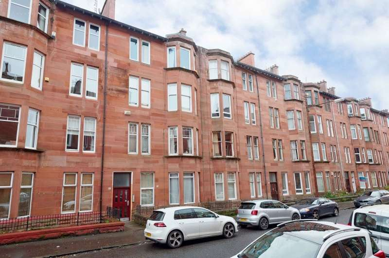 2 Bedrooms Flat for sale in Cartvale Road, Battlefield, Glasgow, G42 9SW
