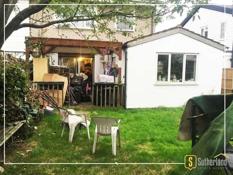 4 Bedrooms Semi Detached House for sale in Newnham Close, Northolt