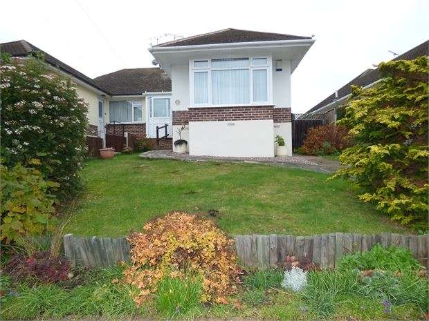 2 Bedrooms Semi Detached Bungalow for sale in Fairway Gardens, Leigh on sea, Leigh on sea, SS9 4QB