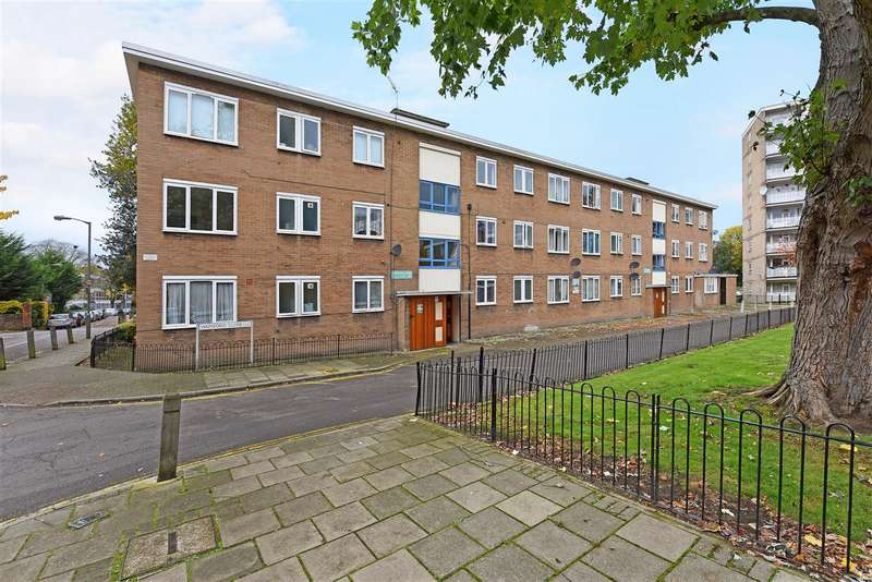 3 Bedrooms Apartment Flat for sale in Wainford Close, London