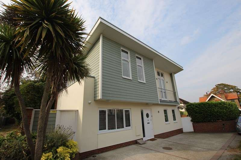 2 Bedrooms Detached House for sale in Carlton Avenue, Westcliff-On-Sea