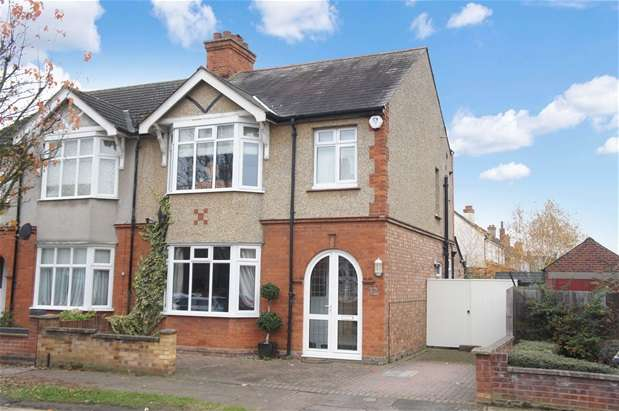 3 Bedrooms Semi Detached House for sale in Harvey Road, Bedford