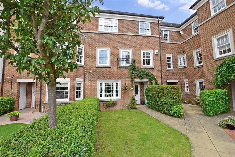 4 Bedrooms Town House for sale in Cleeve Court, Kings Hill, West Malling, Kent