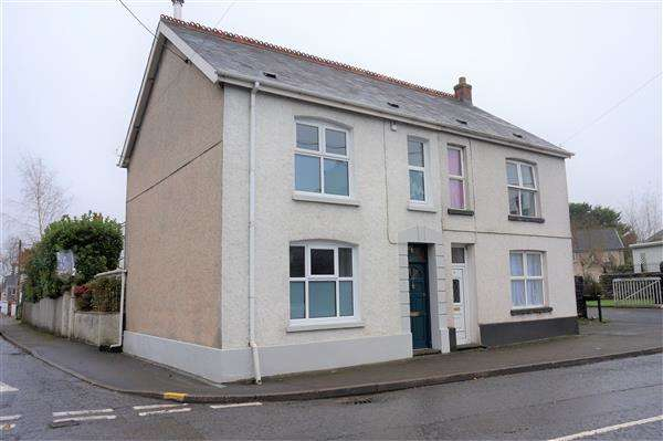 3 Bedrooms Semi Detached House for sale in Church Street, LLANDYBIE, Ammanford