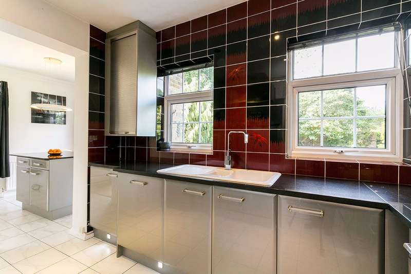 4 Bedrooms Detached House for sale in The Farthingales, Oldfield School Catchment, Maidenhead, Berks