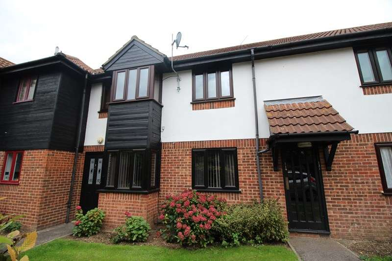 1 Bedroom Flat for sale in Copperfields, Laindon, Basildon
