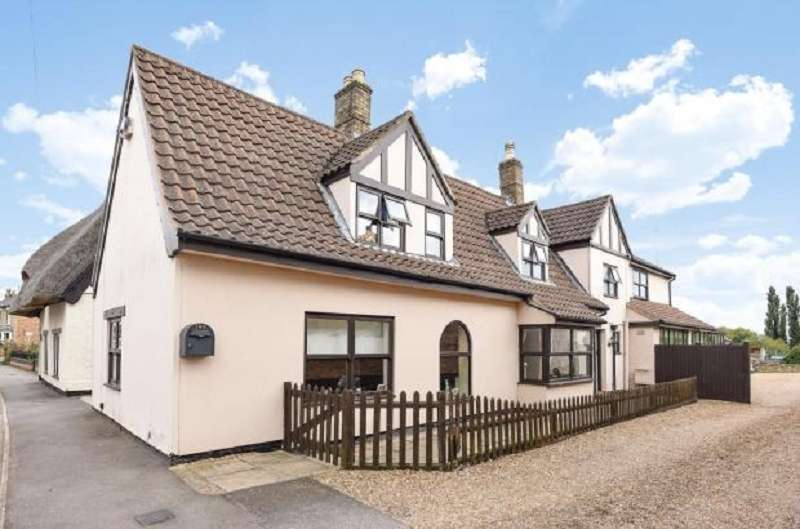 5 Bedrooms Detached House for sale in Main Street, Yaxley, Peterborough, PE7 3LD