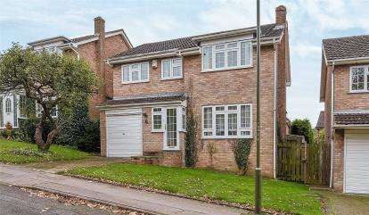 4 Bedrooms Detached House for sale in Steep Close, Orpington