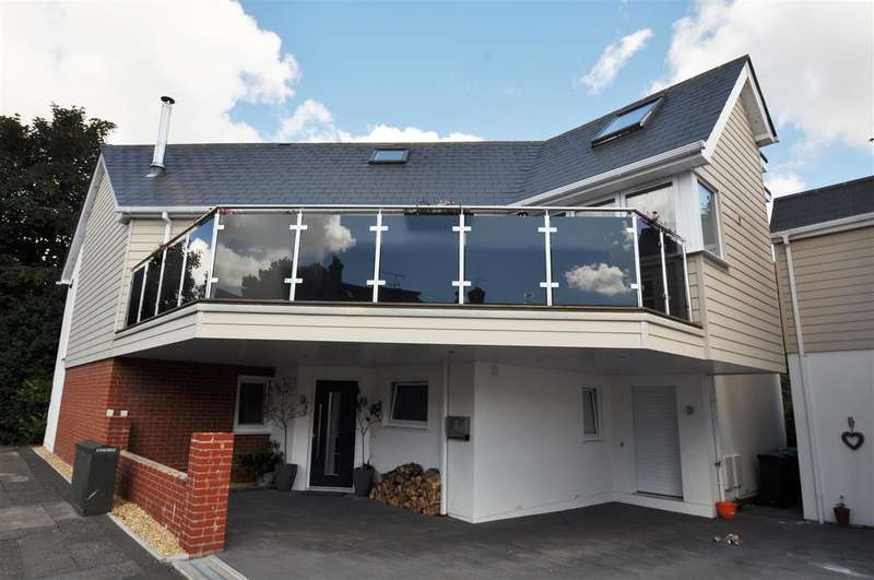 3 Bedrooms Detached House for rent in Penn Hill