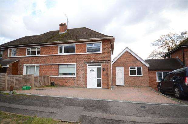 3 Bedrooms Semi Detached House for sale in Fernhill Close, Farnborough, Hampshire