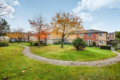 2 Bedrooms Retirement Property for sale in Southchurch Rectory Chase, Southend-on-Sea, Essex
