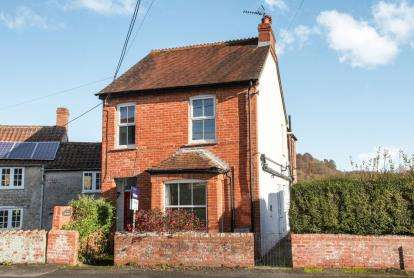 3 Bedrooms Semi Detached House for sale in Mere, Warminster, Wiltshire