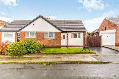 2 Bedrooms Bungalow for sale in Colinwood Close, Bury, Greater Manchester, BL9