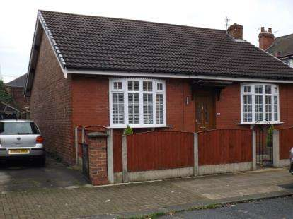 2 Bedrooms Bungalow for sale in Burleigh Road, Stretford, Manchester, Greater Manchester