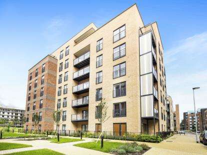 2 Bedrooms Flat for sale in Maxwell Road, Romford