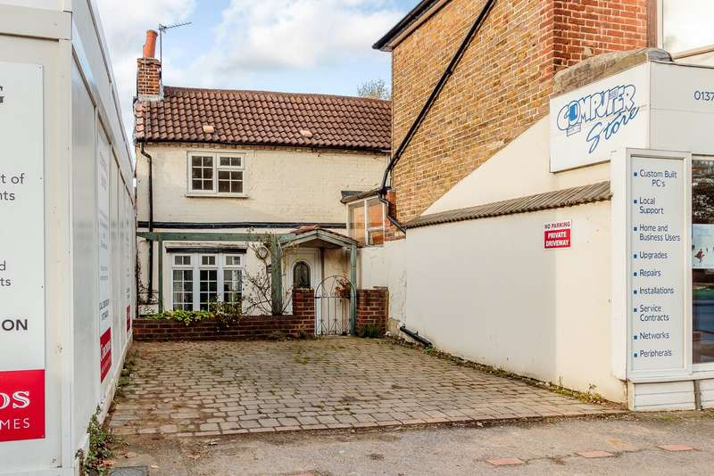 2 Bedrooms End Of Terrace House for sale in Esher