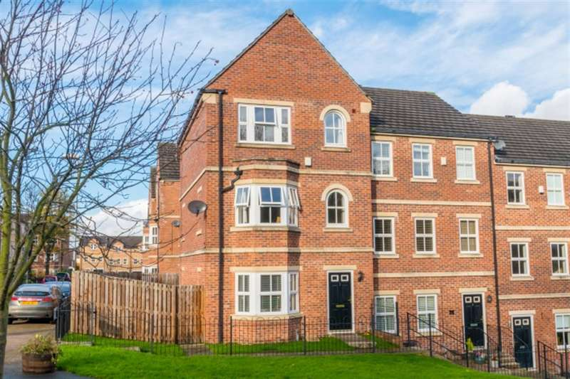 4 Bedrooms Town House for sale in Rayner Gardens, Farsley, LS28 5GU