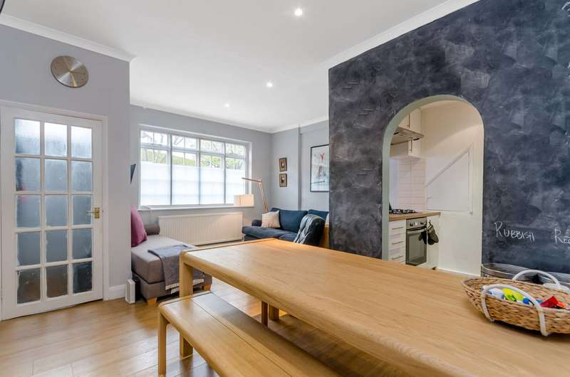 2 Bedrooms Flat for sale in Priests Bridge, Barnes, SW14