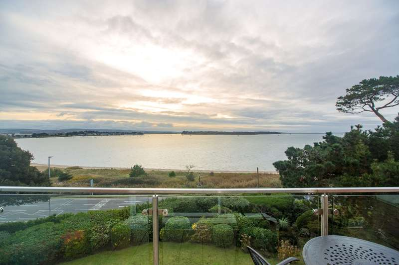 2 Bedrooms Apartment Flat for sale in Chaddesley Glen, Poole, BH13