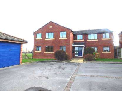 2 Bedrooms Flat for sale in Fieldside Court, Main Road, Chester, Flintshire, CH4