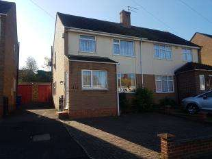 2 Bedrooms Semi Detached House for sale in Cherryfields, Sittingbourne, Kent