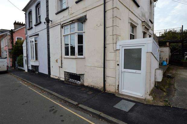 2 Bedrooms Flat for sale in Searle Street, Crediton, Devon