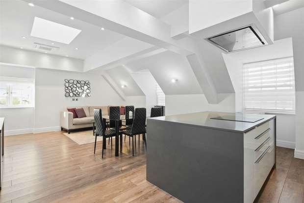 3 Bedrooms Flat for rent in Kew Bridge Road, Brentford