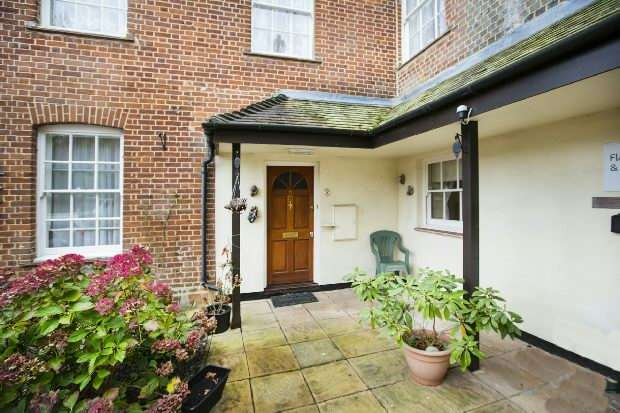2 Bedrooms Flat for sale in Southcote Lodge, Burghfield Road, Reading,