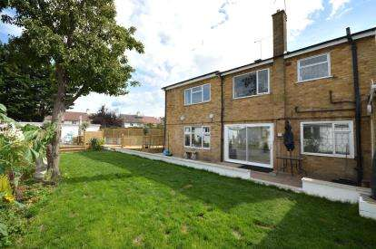 4 Bedrooms Detached House for sale in Great Wakering, Southend-On-Sea, Essex