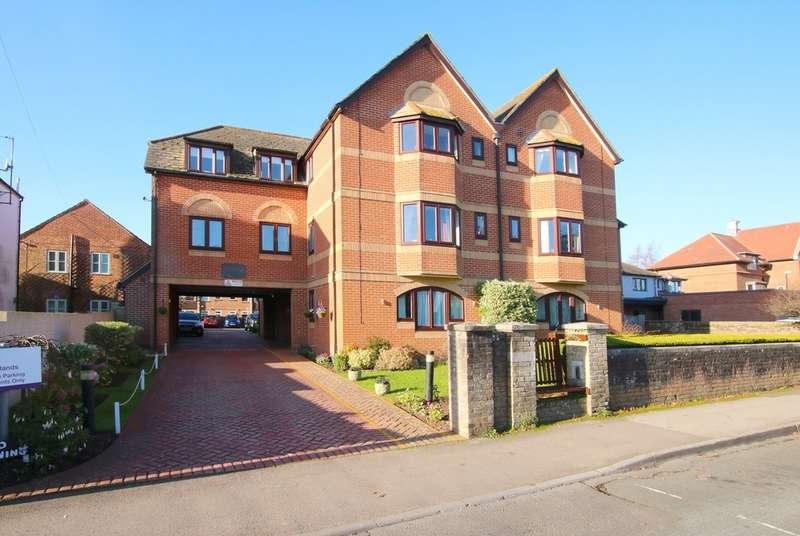 1 Bedroom Flat for sale in Courtlands, New Street, Lymington, Hampshire