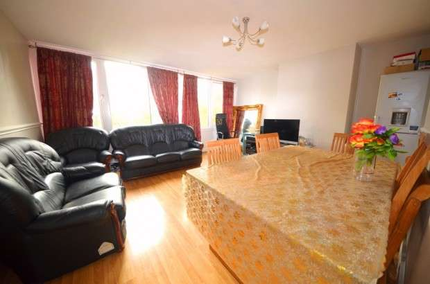 3 Bedrooms Maisonette Flat for sale in Sherfield Gardens, Roehampton, SW15