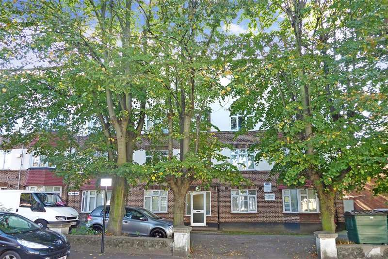2 Bedrooms Ground Flat for sale in Hainault Road, Leytonstone