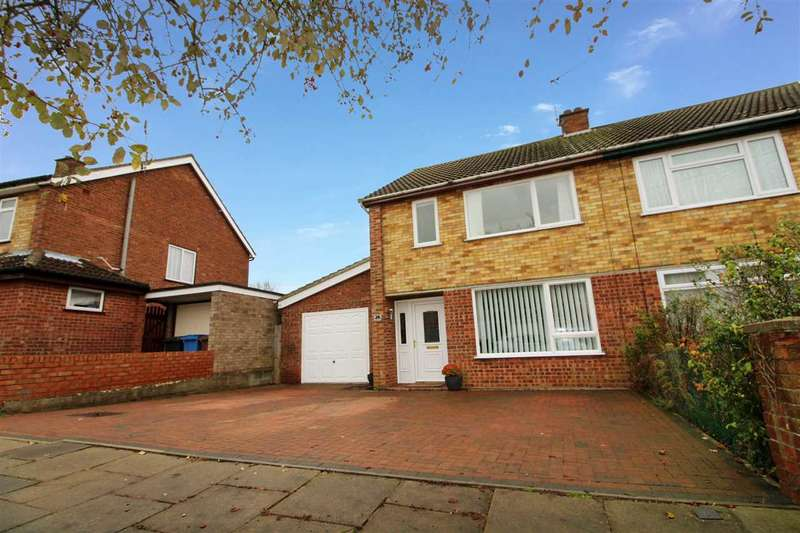 3 Bedrooms Semi Detached House for sale in Aldercroft Close, Ipswich