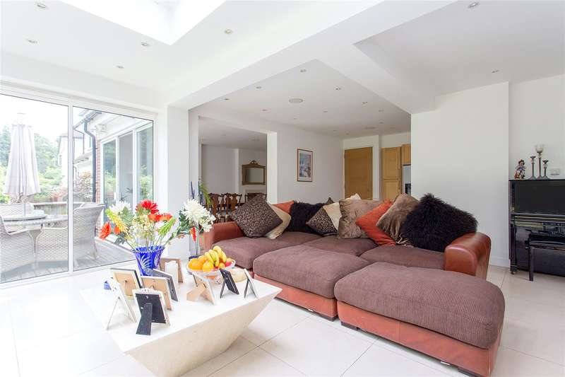 6 Bedrooms Detached House for sale in Cavendish Drive, Edgware, Middlesex, HA8