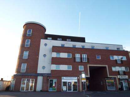 2 Bedrooms Flat for sale in Turnpike Court, High Street, Waltham Cross, Hertfordshire
